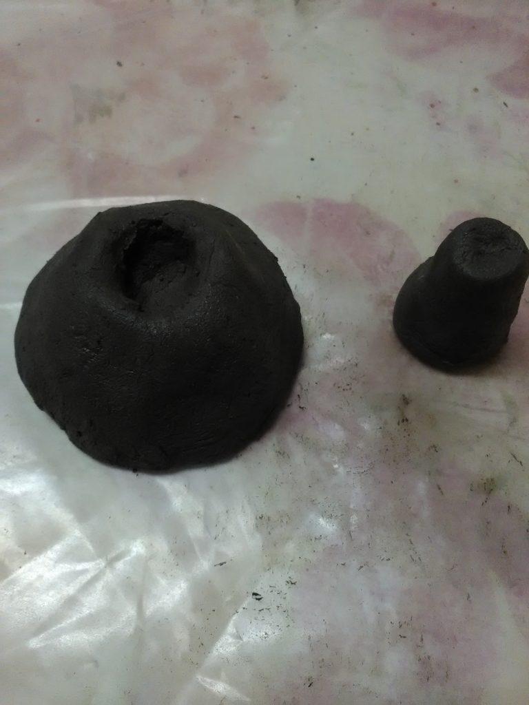 Игрушка из глины птичка