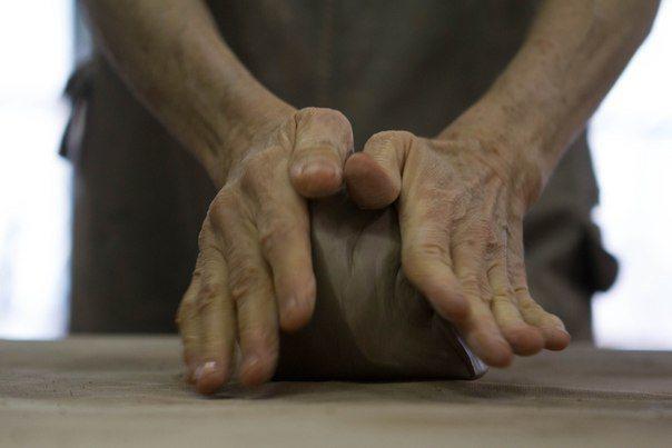 Как правильно подготовить глину к работе