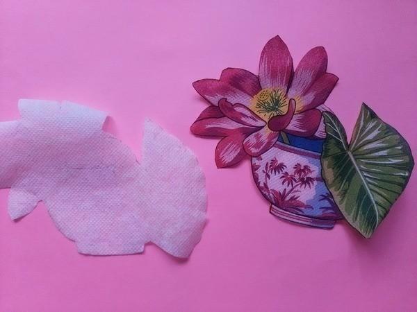 Настенное панно из пластиковых крышек