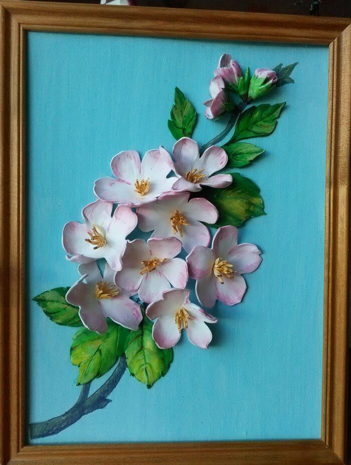Поделка из цветов в рамке 80
