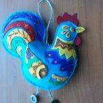 Игрушка из фетра петушок для интерьера детской