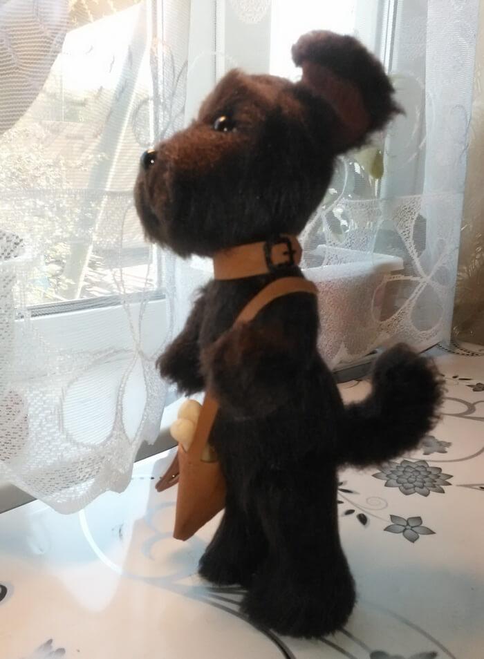 Забавная игрушка собачка из меха
