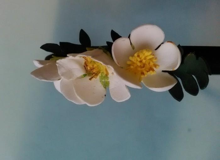Украшение цветы лапчатки из фоамирана