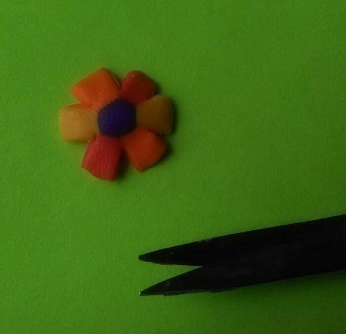 Ожерелье цветочная фантазия из полимерной глины