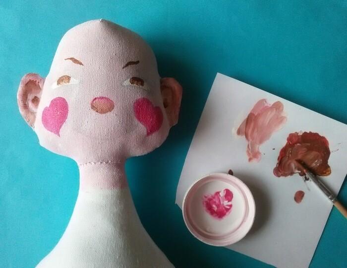 Игрушка из ткани своими руками. Текстильная кукла. Роспись лица.