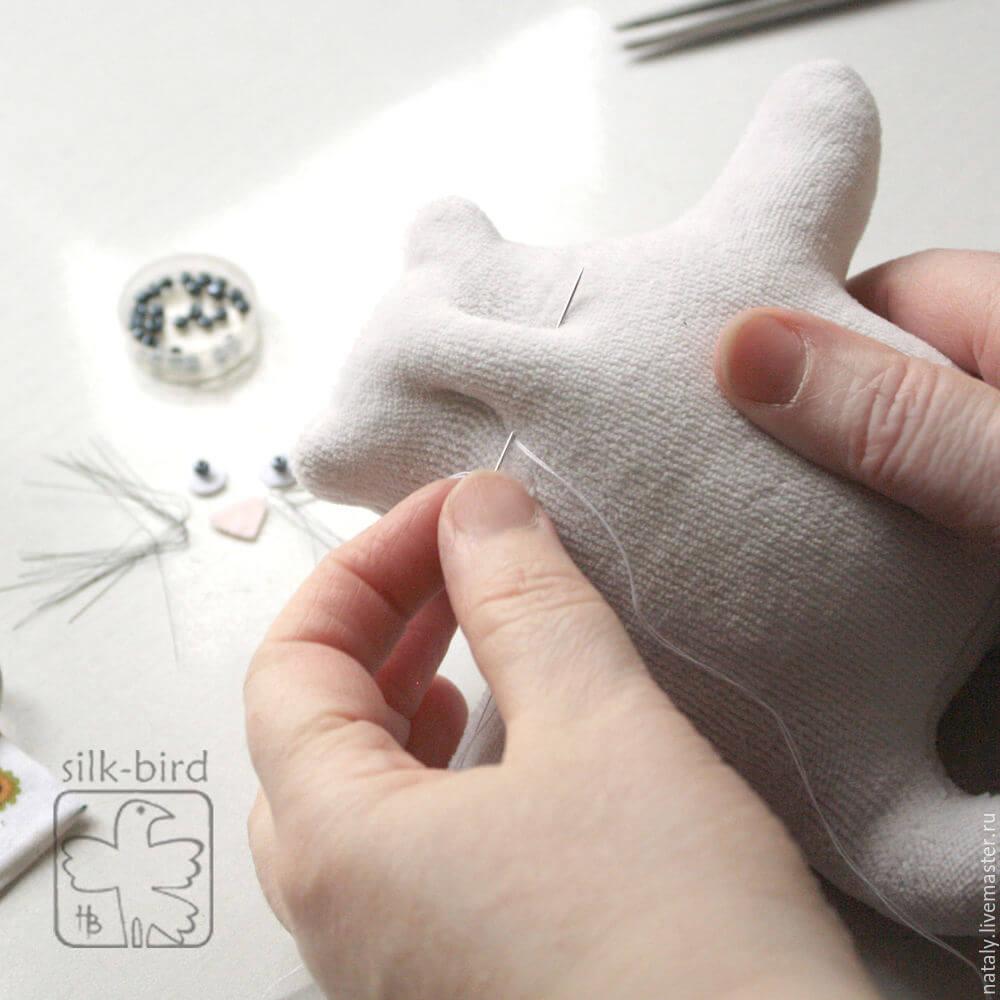 Кот с сердечком в подарок